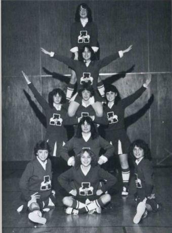 1983_Cheerleaders_pose